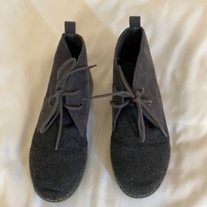 Boys size 1 grey wool and suede lace up boots.